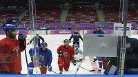 Čeští hokejisté na tréninku v hale Bolšoj.