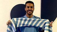 Španělský fotbalový útočník Pedro přestoupil z AS Řím do týmu městského rivala Lazia