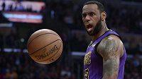 Hvězdný LeBron James ukončil předčasně aktuální sezonu NBA.