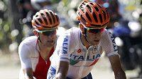 Ital Vincenzo Nibali (vepředu) na trati závodu v Riu.