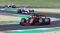Charles Leclerc z Monaka na trati Velké ceny Toskánska. Pro Ferrari je to 1000. závod ve formuli 1.