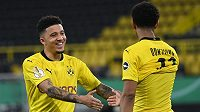 Fotbalisté Borussie Dortmund se radují z vítězství v semifinále německého poháru.