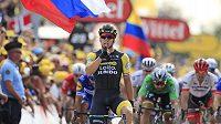 Nizozemec Dylan Groenewegen za sebou v cíli sedmé etapy Tour nechal všechny soupeře. Za ním skončili Kolumbijec Fernando Gaviria a Slovák Peter Sagan.