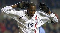 Ugo Ehiogu ještě v dresu anglické reprezentace v přípravném utkání proti Španělsku v roce 2001.