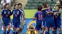 Japonky slaví výhru nad Austrálií.