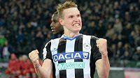 Jakub Jankto z Udine se raduje z gólu.