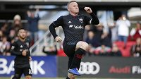 Wayne Rooney slaví svoji trefu proti New York City.