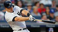 Baseball je nesmírně populární převážně v USA. Na snímku Mark Teixeira z New Yorku Yankees v derby proti New York Mets.