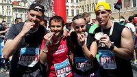 Dobojováno, maratónská štafeta je za námi. Ani to moc nebolelo. A ta medaile se opravdu nedá rozkousnout.