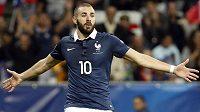 Francouzský fotbalovými útočník Karim Benzema létá v pořádném průšvihu.