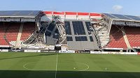 Na stadionu fotbalistů Alkmaaru, kteří můžou být v Evropské lize soupeřem Plzně, se zřítila část střechy jedné z tribun.