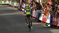 Mikel Iturria se raduje z triumfu v 11. etapě Vuelty.