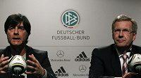 Trenér Joachim Löw (vlevo) a německý prezident Christian Wulff na nedělní tiskové konferenci.