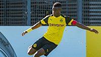 Čtrnáctiletý klenot Borussie Dortmund Youssoufa Moukoko hraje v kategorii U19. Zdroj: www.bvb.de