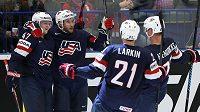 Hokejisté USA si během volného programu na MS našli cestu do neradostných míst v polské Osvětimi.