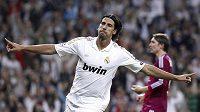 Sami Khedira ještě v dresu Realu Madrid v zápase Ligy mistrů, v níž takto mohl slavit gól proti Lyonu.