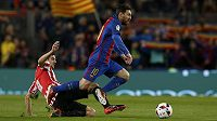 Hvězda Barcelony Lionel Messi (vpravo).