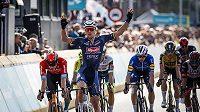 Belgičan Tim Merlier slaví vítězství v úvodní etapě cyklistického závodu Binck Bank Tour.