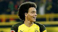 Dortmundský Axel Witsel se raduje z gólu proti Hannoveru.