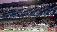 Prázdný kotel fanoušků Sparty Praha během utkání základní skupiny Evropské ligy proti APOEL Nikósii.