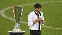 Zklamaný kouč Antonio Conte pro prohraném finále Evropské ligy.
