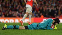 Petr Čech v bráně Arsenalu vyřešil další spletitou situaci v utkání s Liverpoolem.