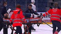 Obránce Slovanu Bratislava Patrik Maier opouštěl po bitce ledovou plochu na nosítkách a skončil v nemocnici.