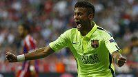Neymar oslavuje svoji trefu proti Bayernu.
