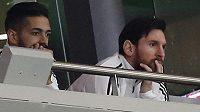 Hvězdný Lionel Messi sleduje v Madridu zápas své Argentiny se Španělskem. Až do konce v hledišti nevydržel.