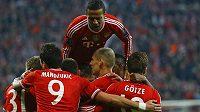 Fotbalisté Bayernu jásají po vedoucím gólu Bastiana Schweinsteigera.