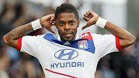 Lyonský Michel Bastos se raduje z gólu proti Valenciennes.