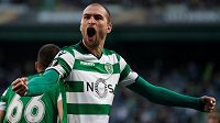 Tak pojďte, Plzeňáci! Bas Dost ze Sportingu Lisabon se raduje z gólu během odvety s Astanou (3:3).