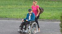Bývalý plochodrážní šampion Tomasz Gollob na vozíku.