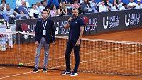 Goran Ivaniševič (vpravo) oznamuje v Zadaru ukončení turnaje ze série Adria Tour.
