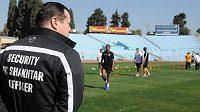 Fotbalisté Šachtaru trénují v Izraeli pod přísným dozorem vlastní ochranky.