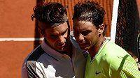 Roger Federer a Rafael Nadal po vzájemném zápase na French Open