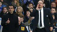 Trenér Chelsea Rafael Benitez (vpravo) nebere evropskou ligu na lehkou váhu.