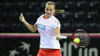 Petra Kvitová si stejně jako její kolegyně zvyká v Kluži na povrch kurtu pro utkání 1. kola Fed Cupu.
