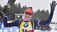 Slovenská biatlonistka Anastasia Kuzminová slaví triumf ve sprintu při SP v Oberhofu.