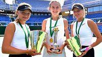 Veliké naděje českého tenisu zleva Brenda Fruhvirtová, Nikola Bartůňková a Linda Fruhvirtová