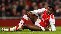 Útočník Arsenalu Danny Welbeck bude minimálně do konce roku mimo hru.