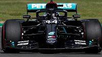 Lewis Hamilton v kvalifikaci na Velkou cenu Británie kraloval