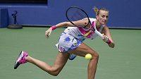 Úsilí Petry Kvitové v utkání 2. kola US Open v New Yorku.