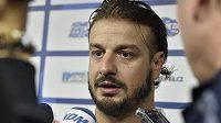 Kapitán hokejistů Komety Brno útočník Martin Zaťovič hovoří s novináři