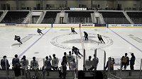 NHL den před dnešním startem sezony oznámila 27 pozitivních případů nákazy koronavirem (ilustrační foto)