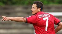 Javier Hernández si zlomil ruku a Leverkusenu bude chybět několik týdnů.