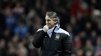 Trenér Manchesteru City Roberto Mancini byl po vyřazení z poháru rozladěný