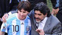 Lionel Messi a Diego Maradona na společném snímku z roku 2010
