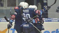Hráči Plzně se radují z gólu v souboji s Mladou Boleslaví.