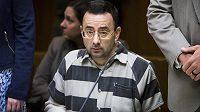 Larrymu Nassarovi hrozí za sexuální obtěžování dlouholeté vězení.